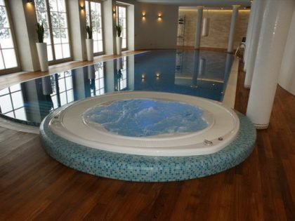 Комбинация: бассейн и гидромассажная ванна в частном доме