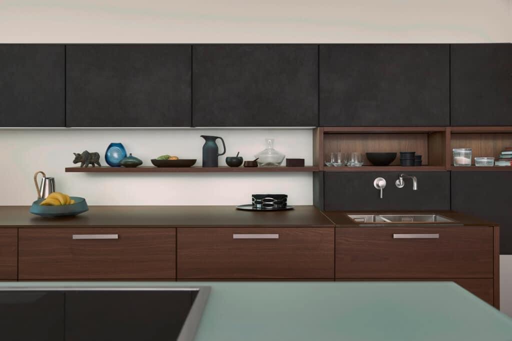 Сочетание бетона с деревом и стеклом придает кухне Topos – Concrete ультрасовременный вид.