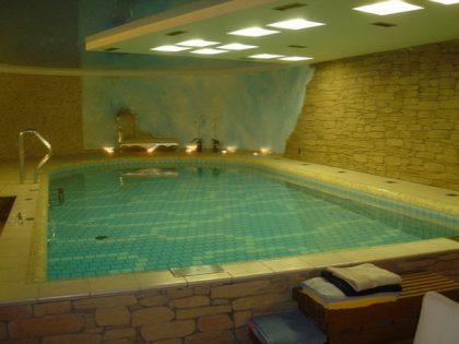 Бассейн в частном доме 9,00 х 4,00 м